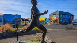 Peter Snell statue H9513